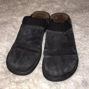 Ladies UGG slip on mules clogs sz 8